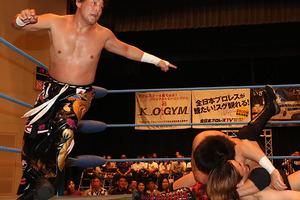 昨年覇者撃破 岩本&TAJIRIが連敗脱出の3勝目で単独首位