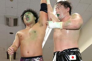 1年ぶり3度目の対決制す 王者・岩本がTAJIRI突破で3年連続決勝進出