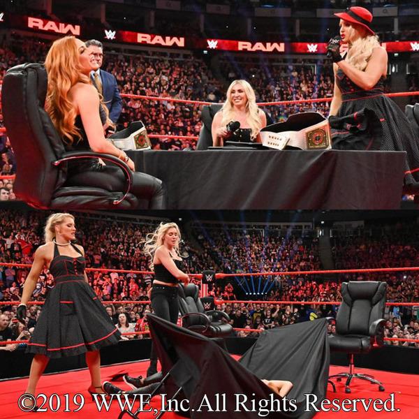 『マネー・イン・ザ・バンク』女子王座戦Wヘッダー調印式でシャーロットとレイシーが2冠王者ベッキーをテーブル葬