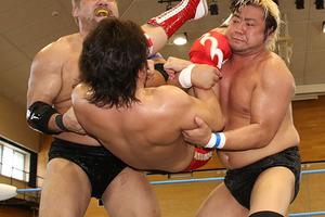 世界タッグV3戦へ 暴走大巨人が野村をラストマウンテンでKO、石川は挑戦者組を酷評「響いてこない」