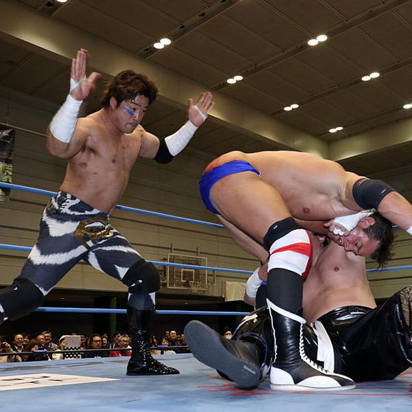 尻に毒霧噴射! TAJIRIが初対決レッドマン料理でKAIと4勝目、ヨシタツ組は痛恨4敗目