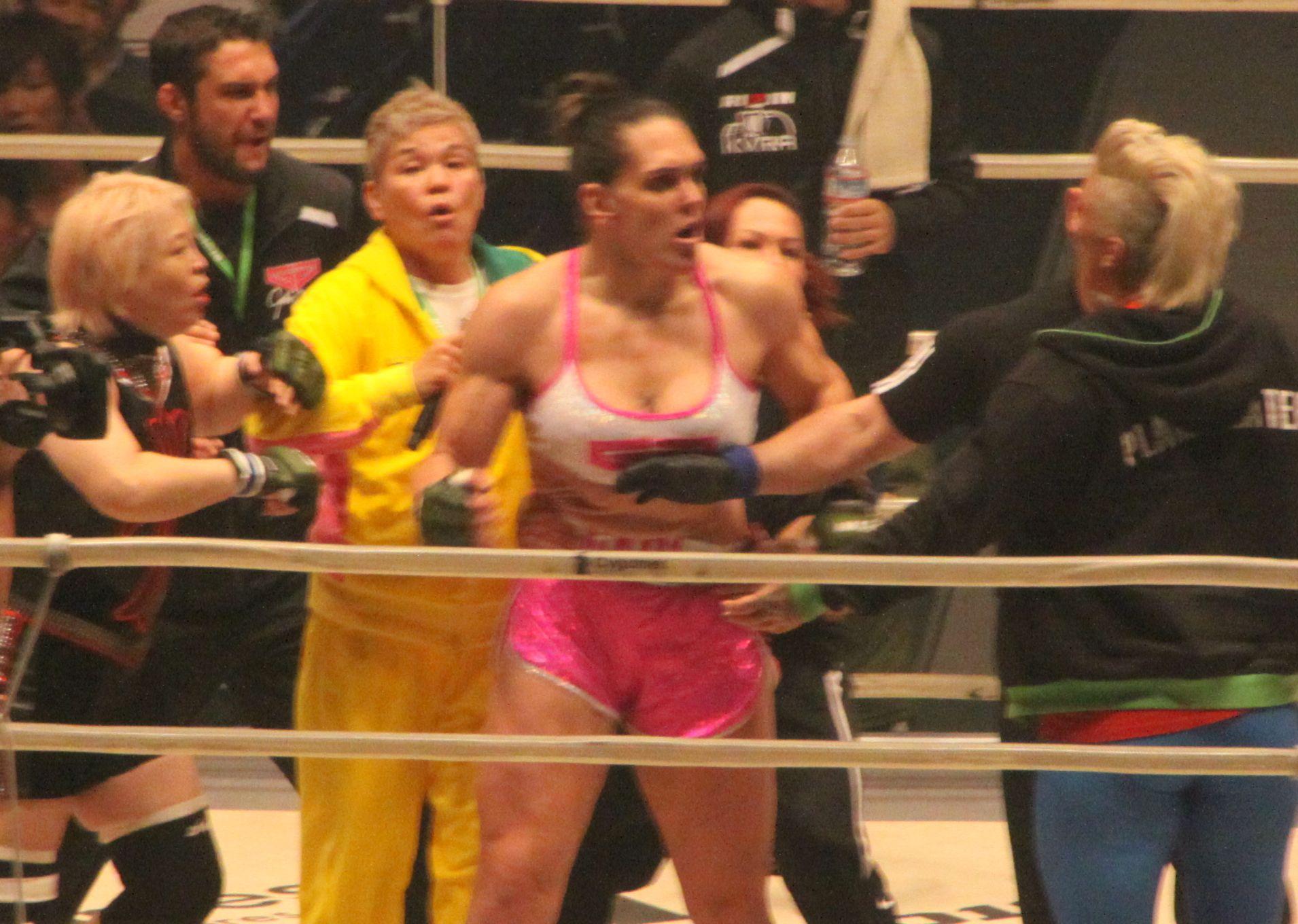 堀田祐美子がKOされた後に大乱闘が。神取忍と外人レスラーがギャビに対戦要求!!