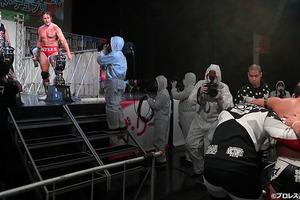 記者が電流爆破被弾!日本初のトペに写真がない理由!防護服は、ある意味安全圏?『記者&レフェリー受難伝説』!